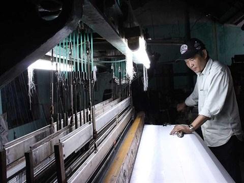 Au village de la soie de Ma Chau, le metier a tisser la tradition hinh anh 2
