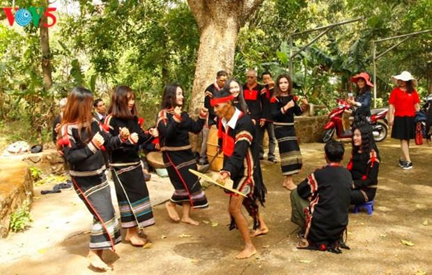 Les jeunes gardiens de la culture Ede hinh anh 2