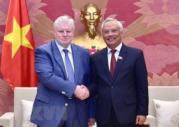 Un dirigeant vietnamien recoit des responsables du Parti
