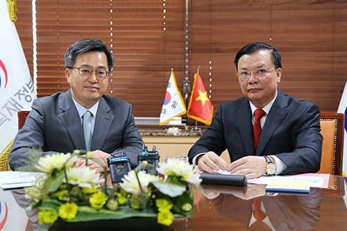 Renforcement de la cooperation avec la R. de Coree dans la finance hinh anh 1