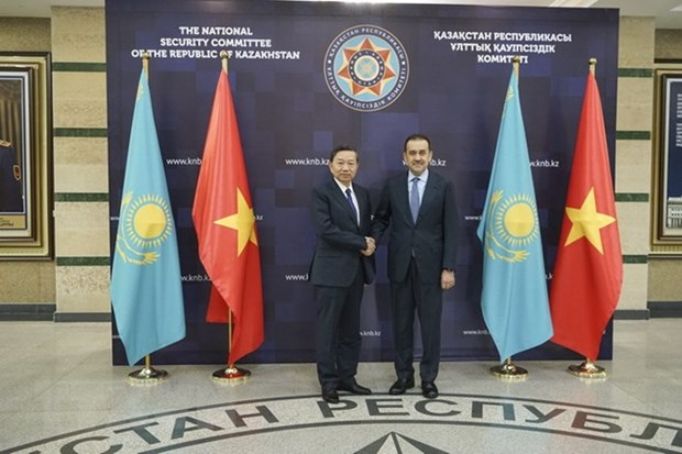 Le ministre de la Securite publique en visite de travail au Kazakhstan hinh anh 1