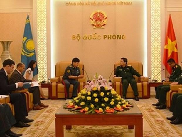 Le general Ngo Xuan Lich recoit le vice-ministre kazakh de la Defense hinh anh 1