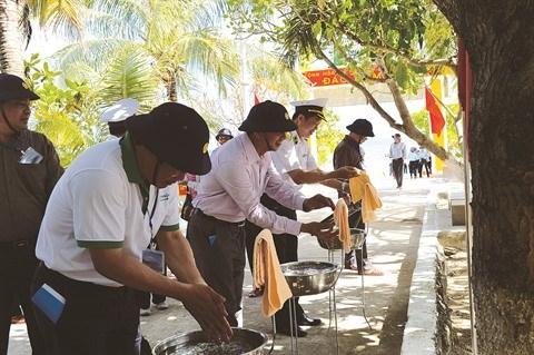 De l'or bleu pour les visiteurs de l'archipel de Truong Sa hinh anh 1