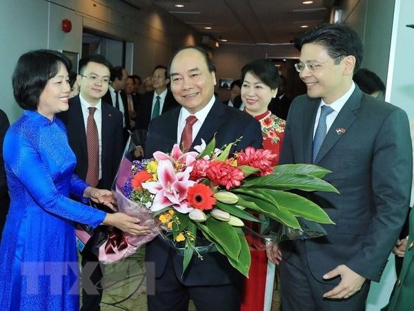 Le PM Nguyen Xuan Phuc entame une visite officielle a Singapour hinh anh 1