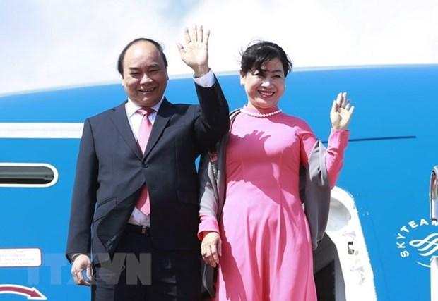 Le PM Nguyen Xuan Phuc quitte Hanoi pour Singapour hinh anh 1