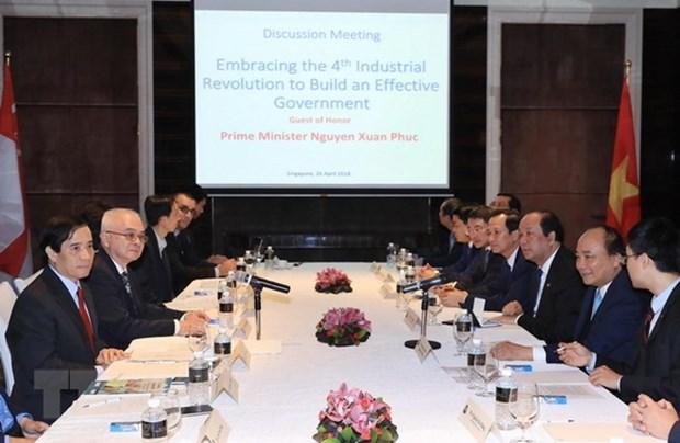 A Singapour, le PM Nguyen Xuan Phuc parle revolution industrielle 4.0 hinh anh 1