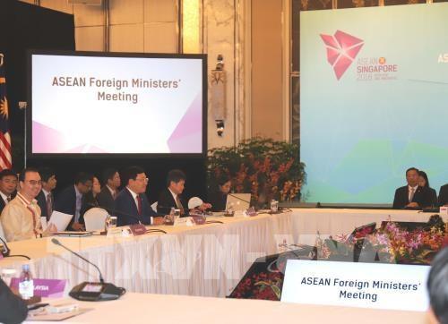 ASEAN : les ministres des Affaires etrangeres se reunissent a Singapour hinh anh 1