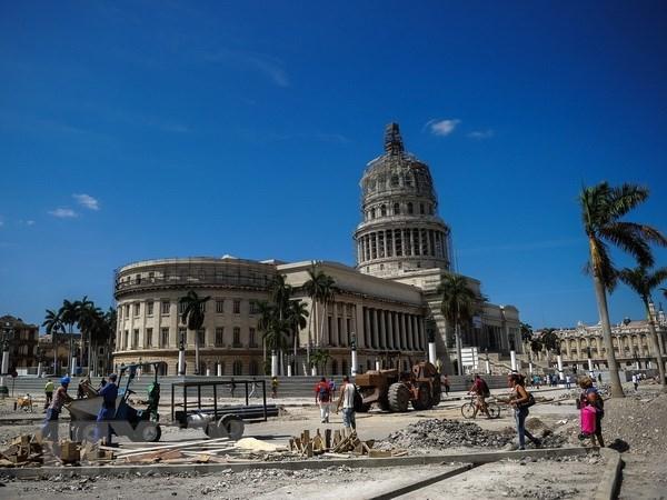 Une delegation de Hanoi rend visite a La Havane hinh anh 1