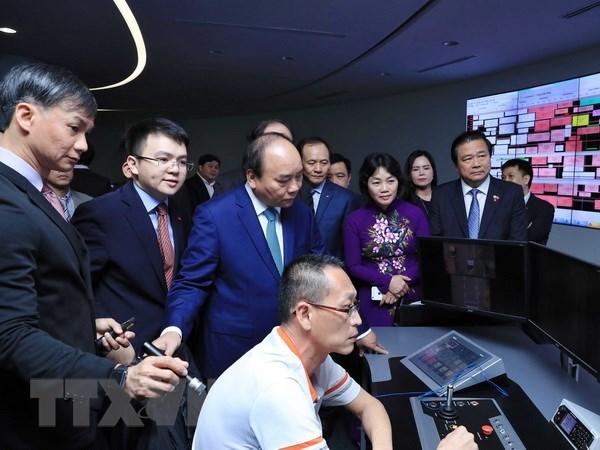 Le PM Nguyen Xuan Phuc rend visite a PSA et Supply Chain City de Singapour hinh anh 1