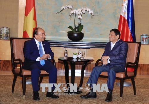 Le PM Nguyen Xuan Phuc rencontre le president philippin Rodrigo Duterte hinh anh 1