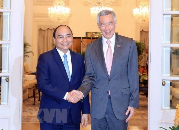 La visite du PM vietnamien et sa participation au 32e sommet de l'ASEAN a Singapour est un bon succes hinh anh 1