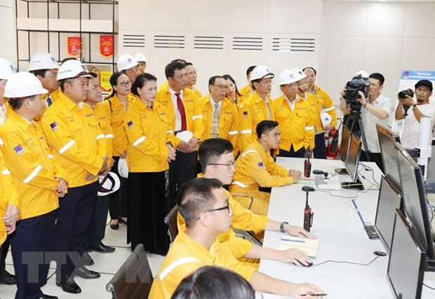 La presidente de l'AN inaugure l'usine de traitement de gaz de Ca Mau hinh anh 2