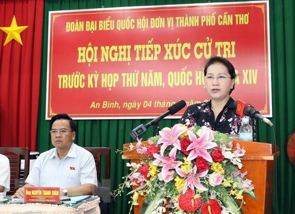 La presidente de l'AN rencontre des electeurs de la ville de Can Tho hinh anh 1