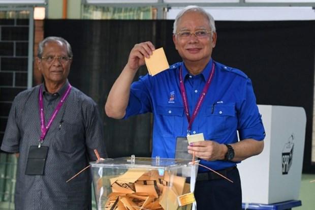 Legislatives en Malaisie: le scrutin s'annonce serre hinh anh 1
