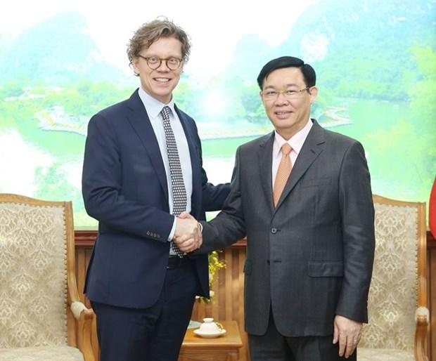 Le vice-PM Vuong Dinh Hue salue l'investissement de Comvik au marche vietnamien hinh anh 1