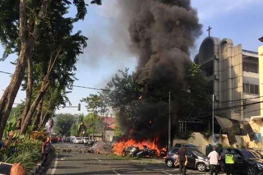 L'ASEAN condamne la vague d'attentats terroristes en Indonesie hinh anh 1