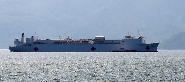 Le navire-hopital americain USNS Mercy a Nha Trang hinh anh 1