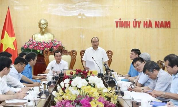 Le PM travaille avec les autorites de Ha Nam hinh anh 1