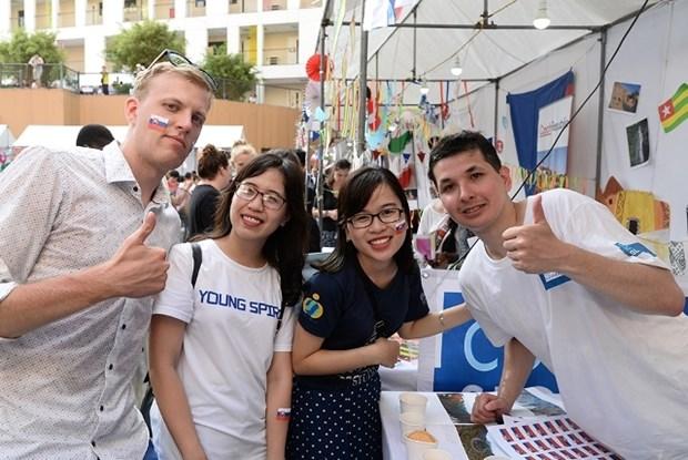 Les jeunes se mobilisent en faveur de la Journee internationale des volontaires hinh anh 1