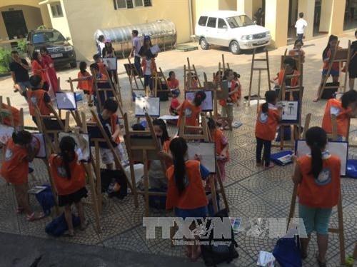 Mois d'action pour les enfants: Un beau programme estival pour les enfants hinh anh 1