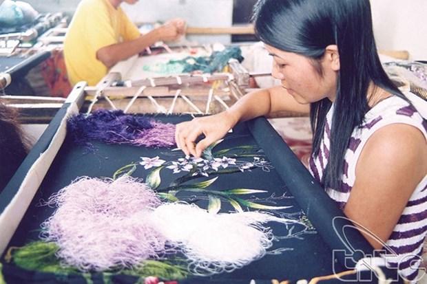 La broderie, une peinture a l'aiguille preservee au village de Quat Dong hinh anh 3