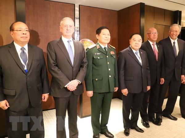 Shangri-La 2018 : le ministre Ngo Xuan Lich souligne les bases de la paix et du developpement hinh anh 1