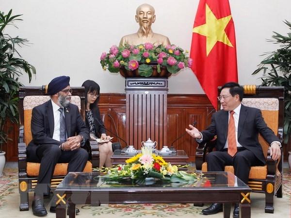 Vietnam et Canada promeuvent la cooperation dans la defense hinh anh 1