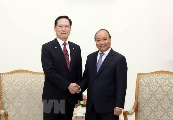 Le PM Nguyen Xuan Phuc soutient la cooperation dans la defense avec la R. de Coree hinh anh 1