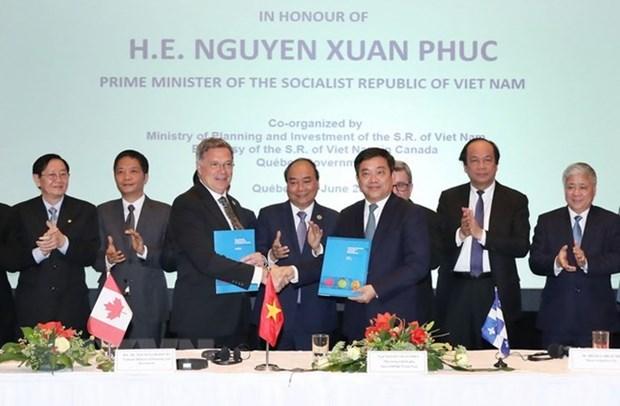 Le PM a la ceremonie de signature de remise des memorandums de cooperation Vietnam-Canada hinh anh 1