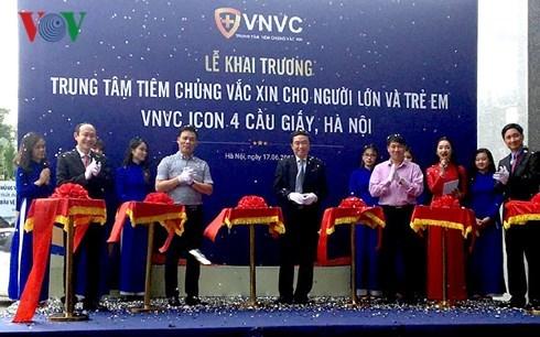 Le plus grand centre de vaccination du Vietnam inaugure a Hanoi hinh anh 1