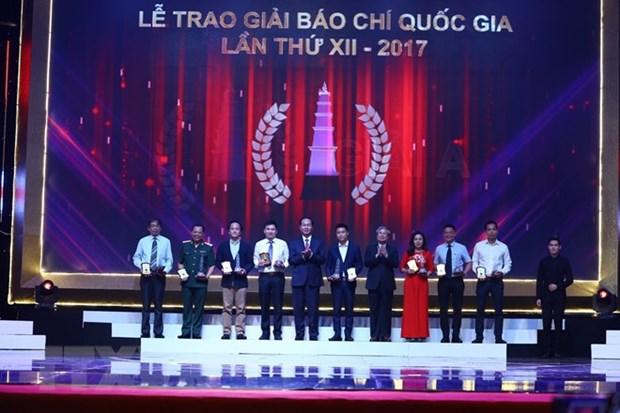 Remise des Prix nationaux de la presse 2017 hinh anh 1