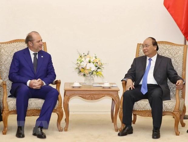Le PM recoit le directeur general du groupe d'assurances italien Generali hinh anh 1