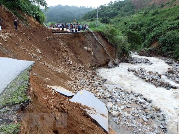 Crues et glissements de terrain font 19 morts, 11 disparus a Lai Chau et Ha Giang hinh anh 1