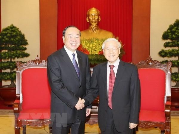 Le leader du PCV recoit une haute delegation du PCC hinh anh 1