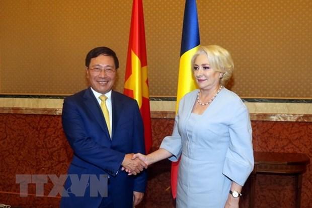 Le vice-Premier ministre Pham Binh Minh en visite officielle en Roumanie hinh anh 1