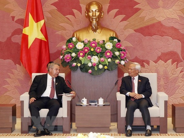 Le vice-president de l'AN Uong Chu Luu recoit des hotes cubains hinh anh 1