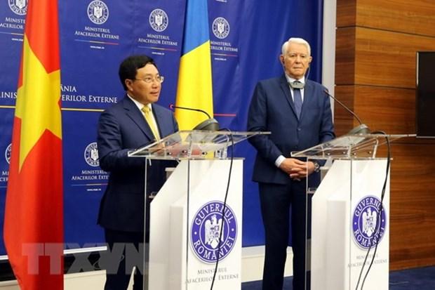 Le vice-Premier ministre Pham Binh Minh en visite officielle en Roumanie hinh anh 2