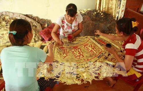 Dong Xam honore une tradition d'orfevrerie haute en couleurs hinh anh 2