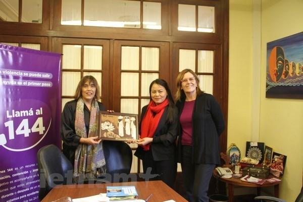 Visite d'une delegation de l'Union des femmes du Vietnam en Argentine hinh anh 1