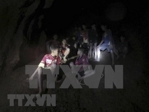 Thailande : debut de l'operation de sauvetage des garcons bloques dans une grotte inondee hinh anh 1