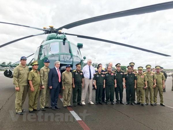 La Russie remet quatre helicopteres au Laos hinh anh 1
