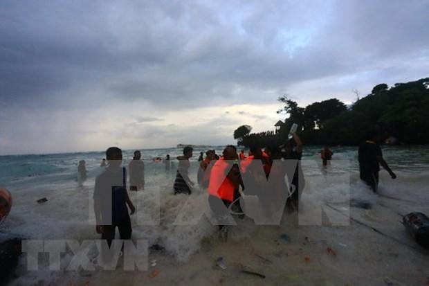 Au moins six morts dans le naufrage d'un bateau en Indonesie hinh anh 1