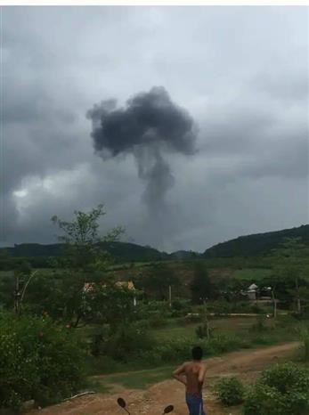 Crash d'un avion militaire dans le Centre hinh anh 1