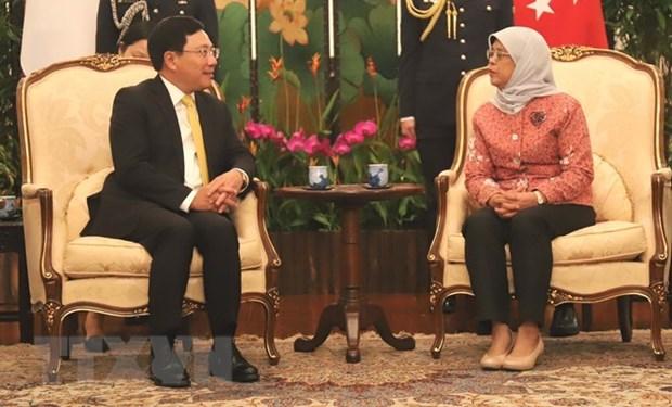 Le vice-Premier ministre Pham Binh Minh rencontre des dirigeants singapouriens hinh anh 1