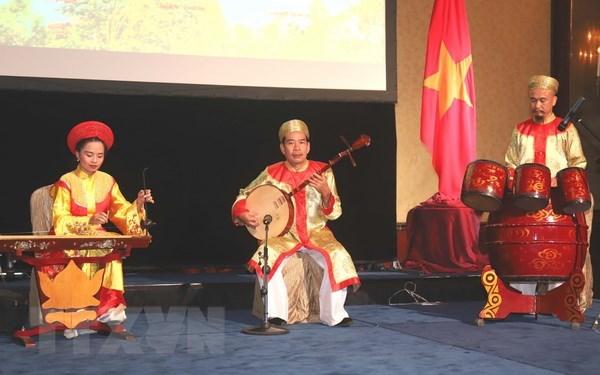 Presenter la culture vietnamienne a Singapour hinh anh 1