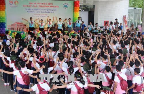 Cloture du camp d'ete pour enfants vietnamiens, laotiens et cambodgiens hinh anh 1