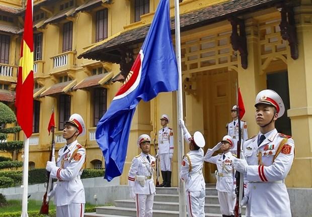 Le Vietnam hisse le drapeau de l'ASEAN 2018 hinh anh 1