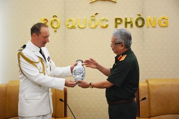 Renforcement des liens de defense entre le Vietnam et la France hinh anh 1