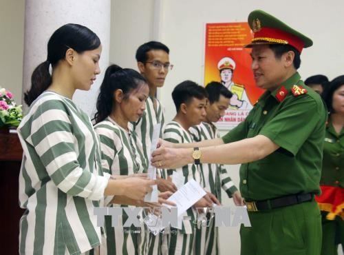 34 prisonniers sortent en liberte conditionnelle a Hanoi hinh anh 1