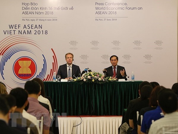 Pham Binh Minh demande d'achever les preparatifs du WEF ASEAN 2018 hinh anh 1